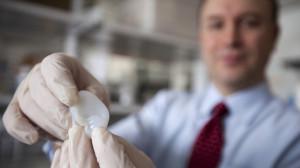"""Новая методика позволит биоинженерам """"печатать"""" уши для детей, которые рождаются с патологиями ушных раковин."""