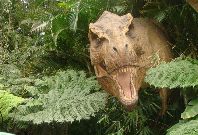 Ученые: зуб тиранозавра застрял в хвосте выжившей жертвы