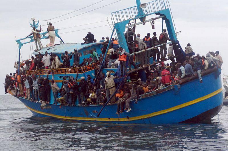 """Лидер Венгрии призывает ЕС депортировать всех нелегальных иммигрантов """"на остров или какой-нибудь берег Северной Африки"""""""