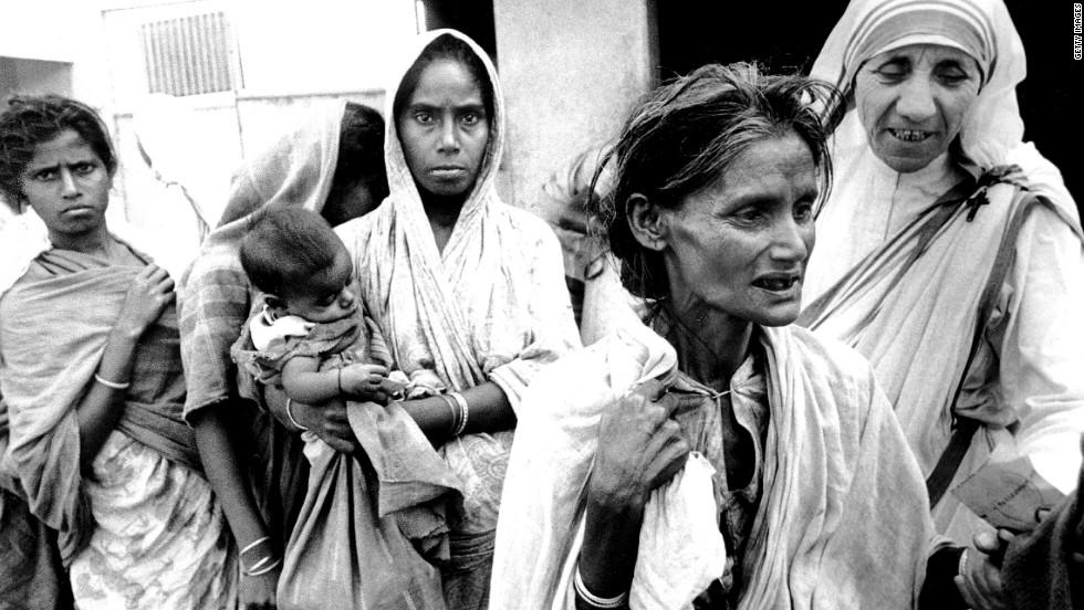 мать Тереза демонстрировала все подобающие качества и всю себя отдавала служению бедным