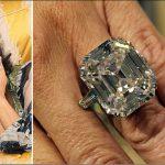 Женщина, которая купила кольцо за 13$ продает его с аукциона за 455000$